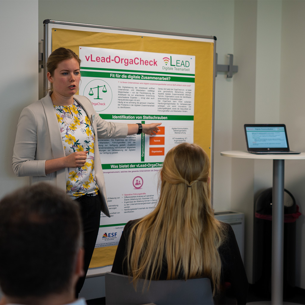 Anna Röltgen präsentiert auf dem zweiten Dialogforum das vLead Tool OrgaCheck