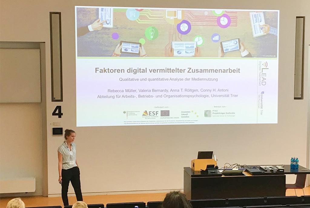 Rebecca Müller präsentiert die Ergebnisse der vLead Ist-Analyse auf dem 51. DGPs Kongress
