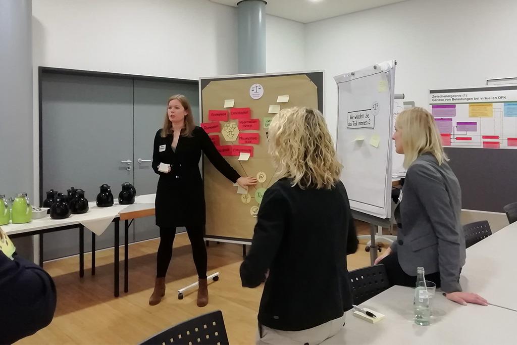 Anna Röltgen präsentiert die Screening Ergebnisse auf dem ersten vLead Dialogforum