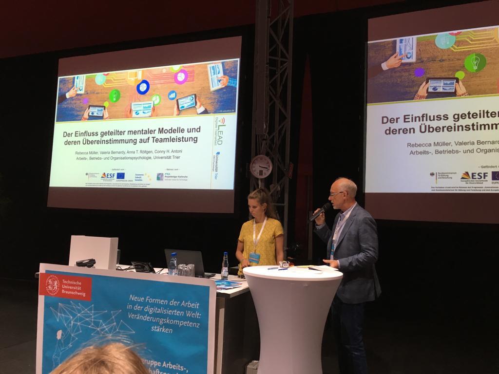 Rebecca Müller und Conny Antoni der vLead Arbeitsgruppe Uni Trier auf der AOW-Tagung 2019 in Braunschweig